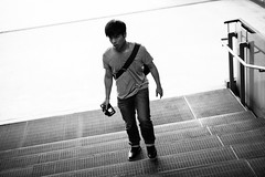IMG_9623 (WillyYang) Tags: portrait blackandwhite 50mm streetphotography      50mmf12 50l 20160426