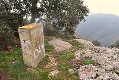 Frontire franco-espagnole en Catalogne, la borne 595 au coll dels Empredats. (Claudia Sc.) Tags: espaa france spain border francia espagne frontera pyrnes borne mojon banyuls catalogne pyrnesorientales frontire bordermarker