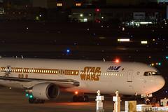 Itami Airport at night 2016.1.31 (10) JA604A / ANA's STAR WARS JET (B767-300) (double-h) Tags: airplane ana starwars observationdeck itamiairport  itm b767  osakaairport b767300    rjoo  specialpainting ja604a   ef300mmf28lisiiusm  lasora eos7dmarkii