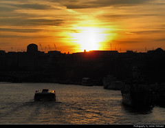 Sunset seen from Blackfriars Bridge, London, UK (JH_1982) Tags: uk inglaterra bridge sunset england sky orange cloud london water silhouette yellow thames clouds ro river boats boat zonsondergang tramonto glow sonnenuntergang united silhouettes kingdom prdosol londres angleterre blackfriars fluss londra ocaso  coucherdesoleil tmesis solnedgang reino unido themse inghilterra tamigi apus solnedgng  auringonlasku    vereinigtes knigreich  royaumeuni  zachdsoca    tamise  unito   matahariterbenam regno     mttriln