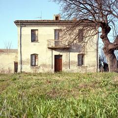 Villalfonsina (Livio De Mia) Tags: t kodak campagna 400 kit portra casolare abruzzo chieti c41 jobo tessar roleiflex cpe2 digibase villalfonsina