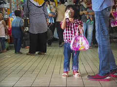 Little princess at the shopping heaven (Farishdzq) Tags: family tourism shopping children heaven malaysia padang perlis besar