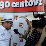 Mateja med intervjujem gostov Lady piknika pod klobuki'14