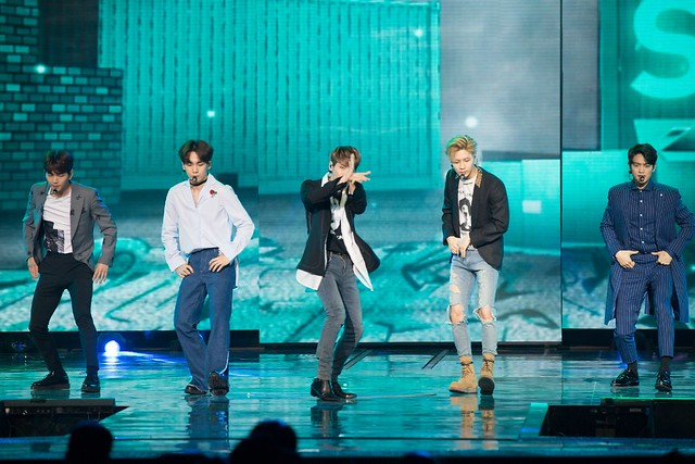 160328 ‎SHINee @ '23rd East Billboard Music Awards' 25523682883_2dd870a386_z