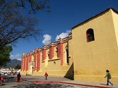 "San Cristóbal de las Casas: la cathédrale de San Cristóbal Mártir <a style=""margin-left:10px; font-size:0.8em;"" href=""http://www.flickr.com/photos/127723101@N04/25524100472/"" target=""_blank"">@flickr</a>"