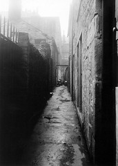 18 West Port (Dundee City Archives) Tags: old 1920s building stone alley photos dundee august 18 westport 1928 slums victorianhousing victoriantenements olddundeephotos smallswynd