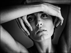 Roarie (Hasse Linden) Tags: portrait blackandwhite woman blancoynegro female model hands close retrato ritratto biancoenero portrtt roarie