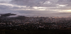 Cape Town wakens (1 of 1) (Mike Rosenthal) Tags: landscape cityscape earlymorning signalhill capetowntablemountain