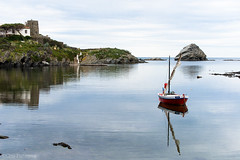 Platja Confitera (Cris_Figueras) Tags: mar barca playa reflejo platja cadaqus reflexe empord