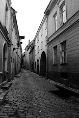DSC_3273 (abi.rayner) Tags: road street blackandwhite monochrome architecture photography photo europe arc lonely tonal desolute