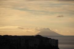 Con la testa tra le nuvole.. (Anfora di Cristallo) Tags: vulcano eolie stromboli tropea isola