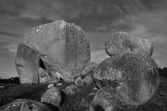 Morro da Galheta (Henrique F Cordeiro) Tags: floripa sky bw cloud white black sol nature branco stone landscape nikon rocks florianpolis pb paisagem cu preto e da nuvem pedra morro solsticio galheta alinhamento d7000