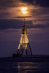 Mondbake (Andreas van Eikeren) Tags: mond watt nachtaufnahme kste vollmond cuxhaven kugelbake mondaufgang