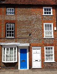 Terraced houses, Henley-on-Thames (Snapshooter46) Tags: architecture oxfordshire brickwork henleyonthames terracedhouses paintedfrontdoors