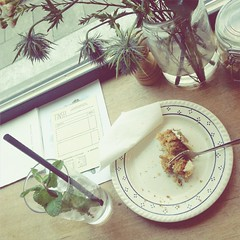 Carrotcake (maritjevg) Tags: love cake lunch break straw tinsel plates antwerp carrotcake icewater