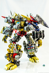 TWD_Dynosor_walk (Weirdwolf1975) Tags: podcast slag transformers roar sludge muddy swoop snarl spear grimlock dinobots combiner toyworld tfylp irondreg grimshell