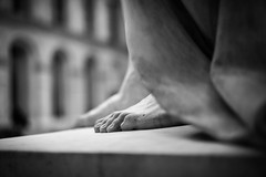 Louvre - Cour Marly & Cour Puget (Sbastien Bruzzo) Tags: blackandwhite paris feet museum zeiss noiretblanc louvre sony muse pieds sculptures sonya7r fe55mmf18za sonnar5518za