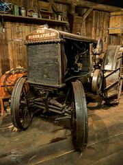 Vintage Farm Technology (spline_splinson) Tags: tractor de deutschland rust traktor transportation antiquetractor oldtechnology oldtractor badenwrttemberg vintagefarmequipment uhldingenmhlhofen theminneapolis