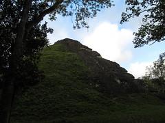 """Tikal: la Grande Pyramide <a style=""""margin-left:10px; font-size:0.8em;"""" href=""""http://www.flickr.com/photos/127723101@N04/26212157456/"""" target=""""_blank"""">@flickr</a>"""