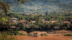 Project365/336-Luang Prabang seen from Wat Chom Phet (Daddi Andrea) Tags: wood travel trees people window nature water river landscape boats temple gold boat wooden asia buddha stupa south buddhism east adventure jungle tropical laos gong lao mekong asean luangprabang luang watercourse prabang indochina laotian louang