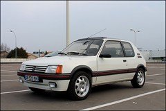 Peugeot 205 GTI 1.9 (SP-98) Tags: auto old light red white france hot love cup look car sport race speed canon fun rouge eos track power details wheels young style vhc right voiture course exotic passion type gti tours blanc plaisir peugeot tyres coup rallye compact motorsport piste 205 speedline pts historique classique kmh jantes hatches athmo