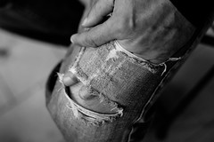 Passage (Philippe Gillotte) Tags: hands jeans human mains