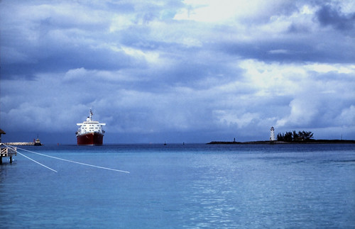 "Bahamas 1988 (196) Paradise Island: Hog Island Lighthouse • <a style=""font-size:0.8em;"" href=""http://www.flickr.com/photos/69570948@N04/23822226002/"" target=""_blank"">View on Flickr</a>"