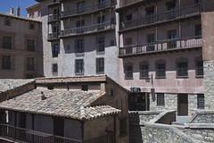 Racn de Alba. (elojeador) Tags: ventana reja casa puerta farol tejado balcn chimenea columna piedra teja albarracn tenderete baranda ventanuco pretil elojeador amedioda