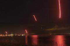 Lichtkogels boven de dijk (Theo_2011) Tags: longexposure amsterdam night firework durgerdam overstroming vuurwerk lichtkogel zuiderzeedijk waterlandsevloed