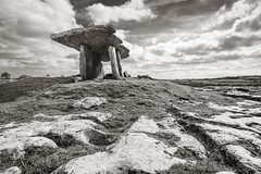 Poulnabrone Dolmen/portal tomb, County Clare, Ireland (Willie Graham) Tags: ireland stone tomb ie neolithic countyclare portaltomb ballyvaughanvicinity