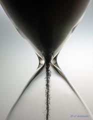 El tiempo pasa (iluminator art) Tags: sand nikon arena reloj tiempo 2016 relojdearena d810 nikkor60mmf28gmicro