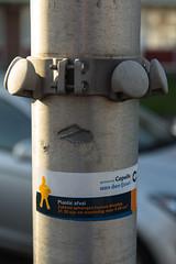 IMG_5588 (Peter van Dieren) Tags: den plastic recycle recycling ijssel aan lantaarnpaal knoppen afval capelleaandenijssel zakken capelle inleveren