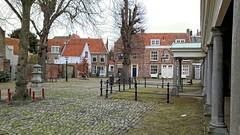 Pleintje (Omroep Zeeland) Tags: middelburg stad huizen vismarkt idyllisch pleintje bomenen