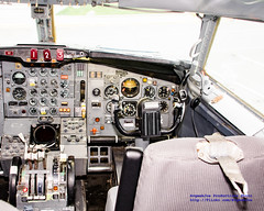 LOOK INTO THE 727'S COPILOT POSITION (AvgeekJoe) Tags: plane airplane aircraft aviation united cockpit museumofflight unitedairlines 727 jetliner trijet boeing727 cockpitphoto themuseumofflight n7001u boeing727022 727finalflight