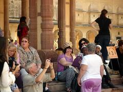 INDIA. JAIPUR. 2.AMBER.Los turistas se ponen cualquier cosa.193 (joseluisgildela) Tags: people india amber jaipur palacios fuertes