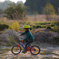 _MG_5567.jpg (Jean-Louis Pourret) Tags: light bicycle zeiss child bokeh apo sonnar