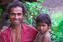 Bastar - Chhattisgarh - India (wietsej) Tags: india father son chhattisgarh minoltadynax7 bastar minolta100mmf28dafmacro