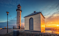 """""""Golden light(house)..."""" (Lefers.) Tags: sunset sky lighthouse seascape holland netherlands clouds landscape gold golden spring zonsondergang rotterdam warm fuji sunrays hellevoetsluis fujinon zon vuurtoren zuid zonnig xt1 1024mm"""