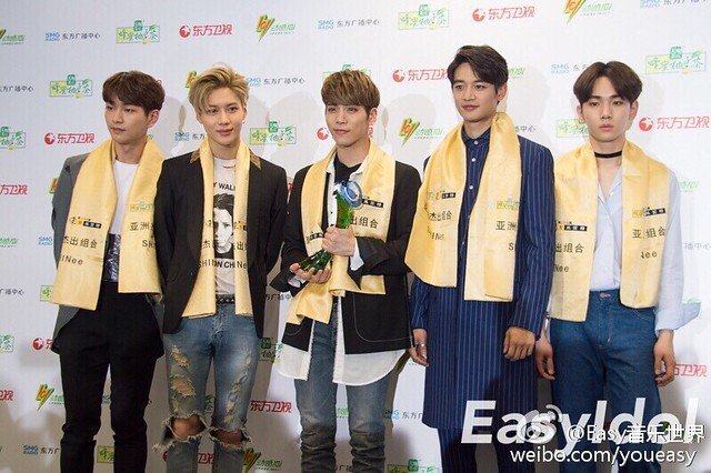 160328 ‎SHINee @ '23rd East Billboard Music Awards' 26125762665_7578b4db13_z