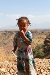 Enfant a Debark - Ethiopie (jmboyer) Tags: eth1314 ©jmboyer lonely gettyimages nationalgeographie tourism lonelyplanet canoneos canon photo travel voyage géo yahoo flickr afriquedelest eastafrica ethiopianwoman imagesgoogle googleimage impressedbeauty nationalgeographic viajes photogéo photoflickr photosgoogleearth photosflickr photosyahoo canonfrance picture photography 7d portrait face visage ethiopie ethiopia afrique africa etiopija googlephotos retrato photos getty images photoyahoo ኢትዮጵያ አፍሪቃ äthiopien