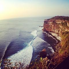 #uluwatu #bali #cliff #waves (djulinho) Tags: bali cliff waves uluwatu uploaded:by=flickstagram instagram:venuename=purauluwatu instagram:venue=74639004 instagram:photo=80427799214227594516134992