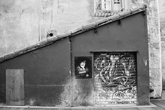 jesuischarlie (nicouze) Tags: street blackandwhite bw streetart france art wall noiretblanc tag nb peinture charlie libert hommage rue mur avignon fresque ruedesteinturiers cabu nicouze jesuischarlie