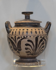 Boeotian black pattern stamnoid pyxis with lid (diffendale) Tags: floral design scotland pattern lotus unitedkingdom glasgow pyxis lid lidded blackfigure stamnos boeotia hunterianmuseum boeotian palmette boiotia blackpattern 4thcbce thehunterian mid4thcbce 3rdquarter4thcbce stamnoidpyxis 2ndquarter4thcbce