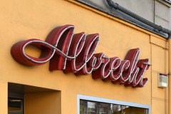 Albrecht (Florian Hardwig) Tags: berlin neonsign lettering script friedrichshain optician frankfurterallee type:face=brushscript