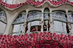 Casa Batll (BeatrizVilela) Tags: barcelona flores architecture de casa gaudi catalunya jordi sant modernismo antoni passeig gracia modernisme batllo flors cataluna catalunha instagram wwim13 wwim13barcelona