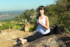 (roland_travelingue) Tags: yoga outdooryoga yogafeet yogasoles barefootyoga yogadirtyfeet yogadirtysoles