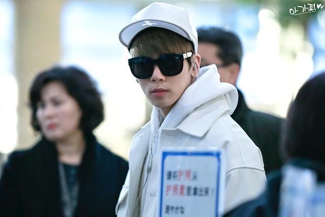 160210 Jonghyun @ Aeropuerto de Gimpo {Rumbo a Japón} 24361575843_dbe2bcccd4_z