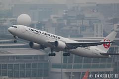Fukuoka Airport 2016.1.17 (37) JA612J / JAL's B767-300 (double-h) Tags: airplane jal   b767 fuk  b767300 fukuokaairport  rjff ja612j eos7dmarkii ef100400mmf4556lisiiusm accinfukuoka
