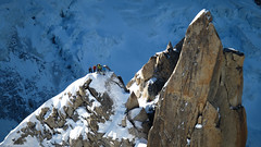 Climbers on Mont Blanc (Lil [Kristen Elsby]) Tags: winter mountain france sports topf25 outdoors topv1111 mountainclimbing climbing alpine chamonix montblanc frenchalps wintersports outdoorsports chamonixmontblanc canong12