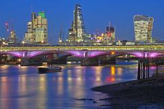 Un oscuro mistero / A dark mystery (Blackfriars Bridge, London, United Kingdom) (AndreaPucci) Tags: uk bridge london thames blackfriars cityoflondon canonef24105mmf4lis robertocalvi canoneos60 andreapucci